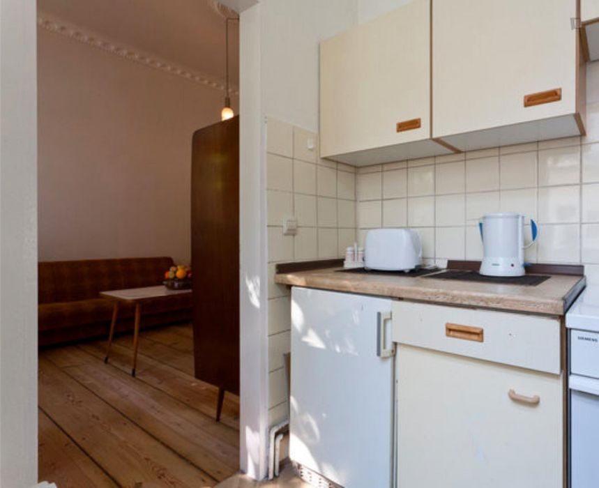 1-bedroom apartment next to Schönleinstraße metro station