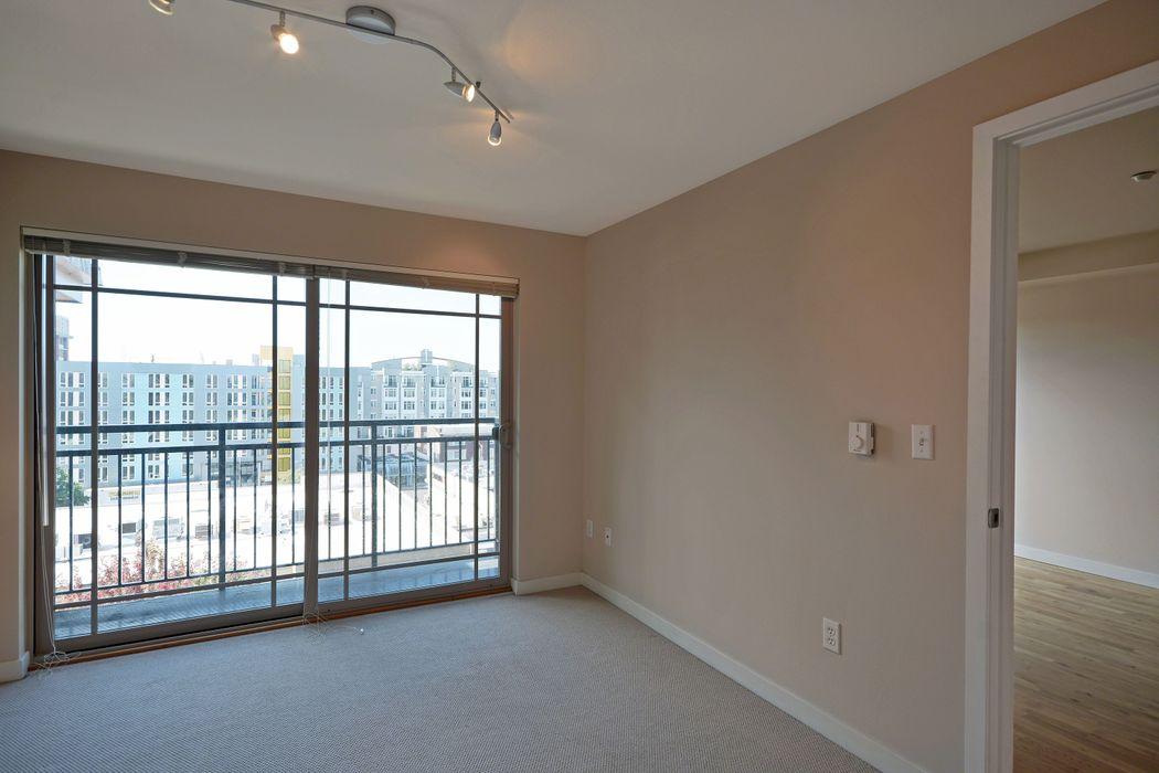 UDistrict Square Apartments: Lothlorien