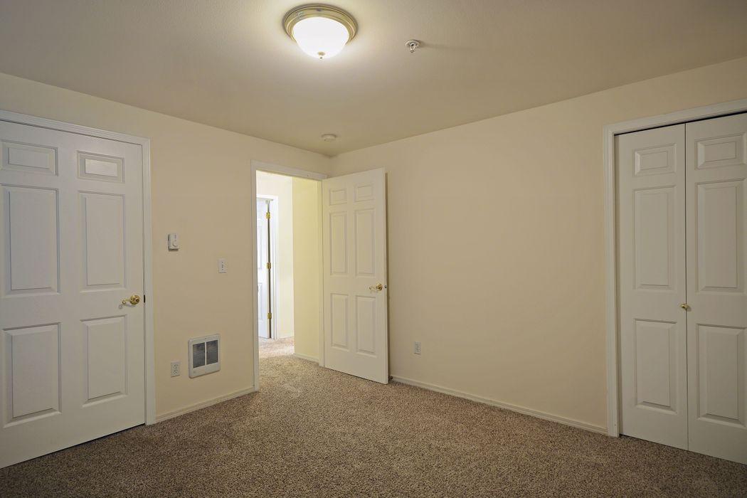 UDistrict Square Apartments: Rivendell