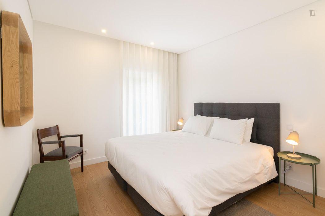 Stylish 2-bedroom apartment near Trindade metro station