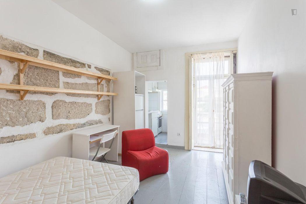 Bright and welcoming studio in Cedofeita