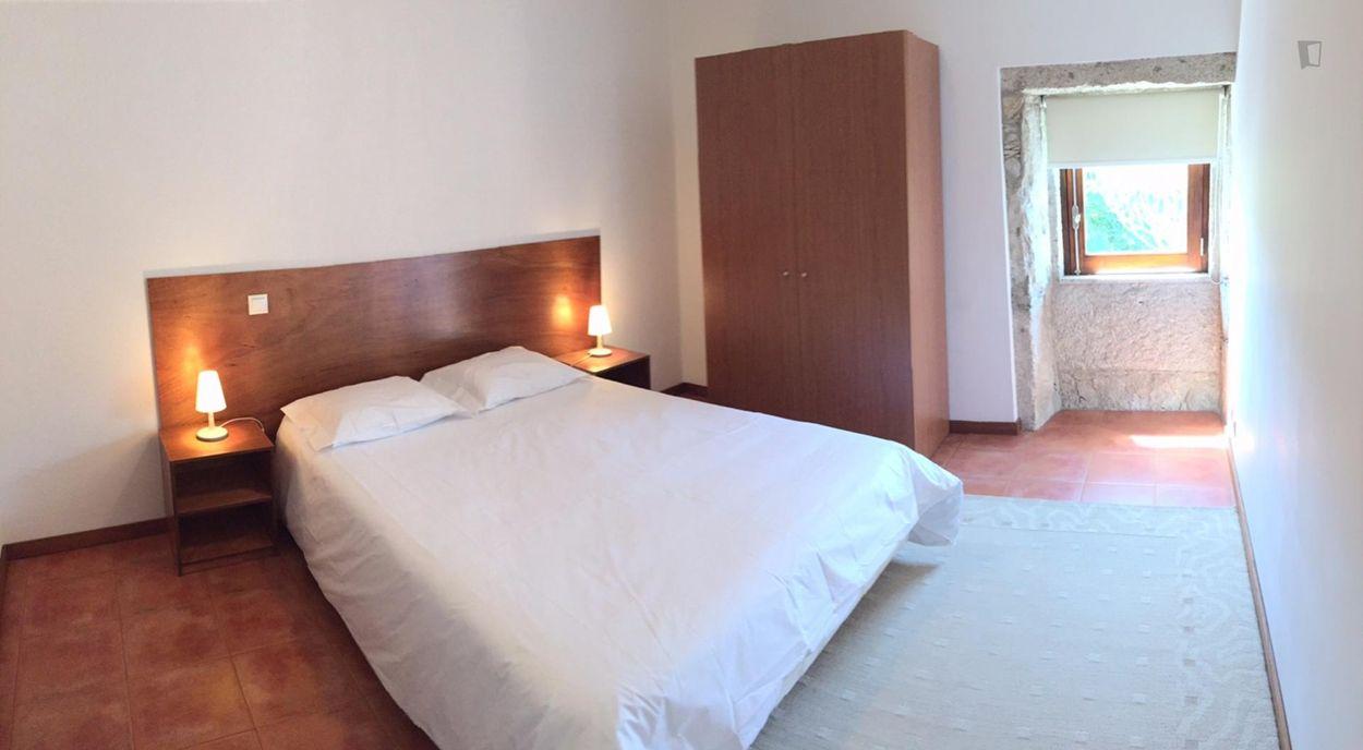 Very nice single bedroom in Porto