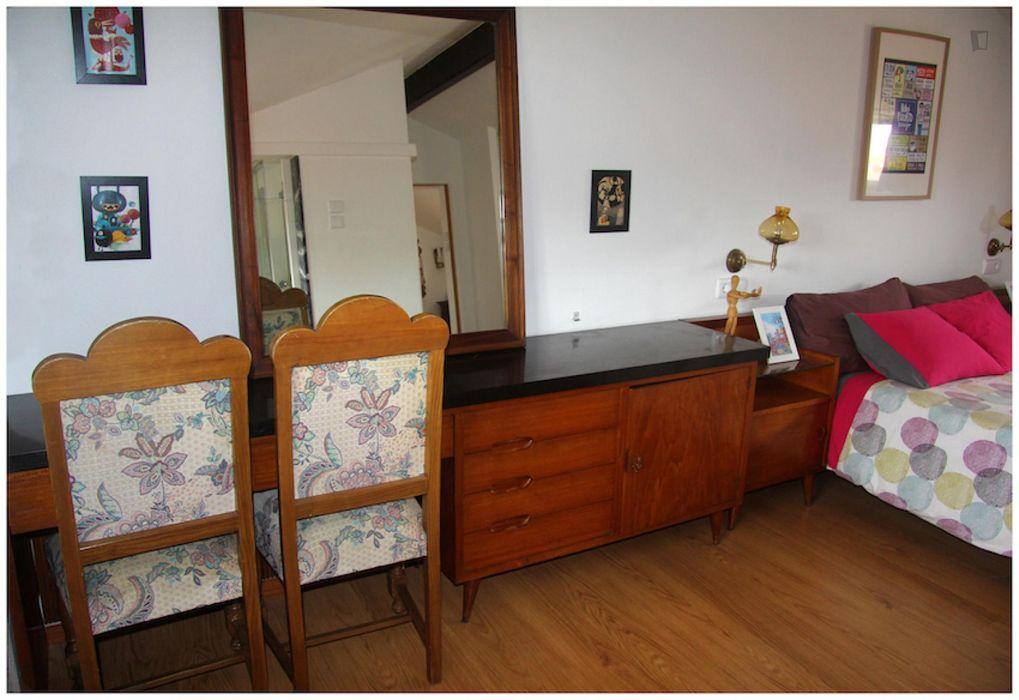 Appealing 1-bedroom flat near Faria Guimarães metro station