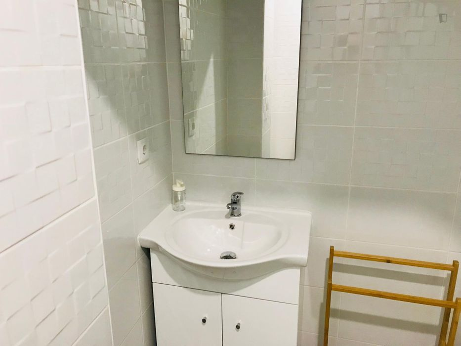 Comfy double bed ensuite bedroom in the heart of Porto
