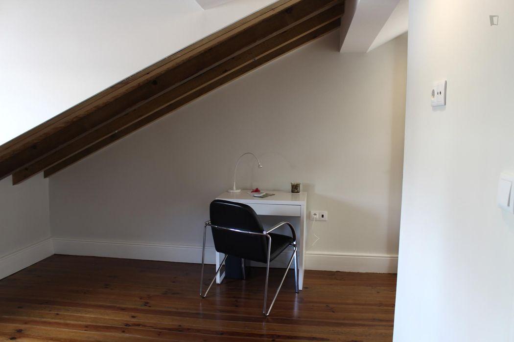 Friendly double ensuite bedroom next to Universidade do Porto