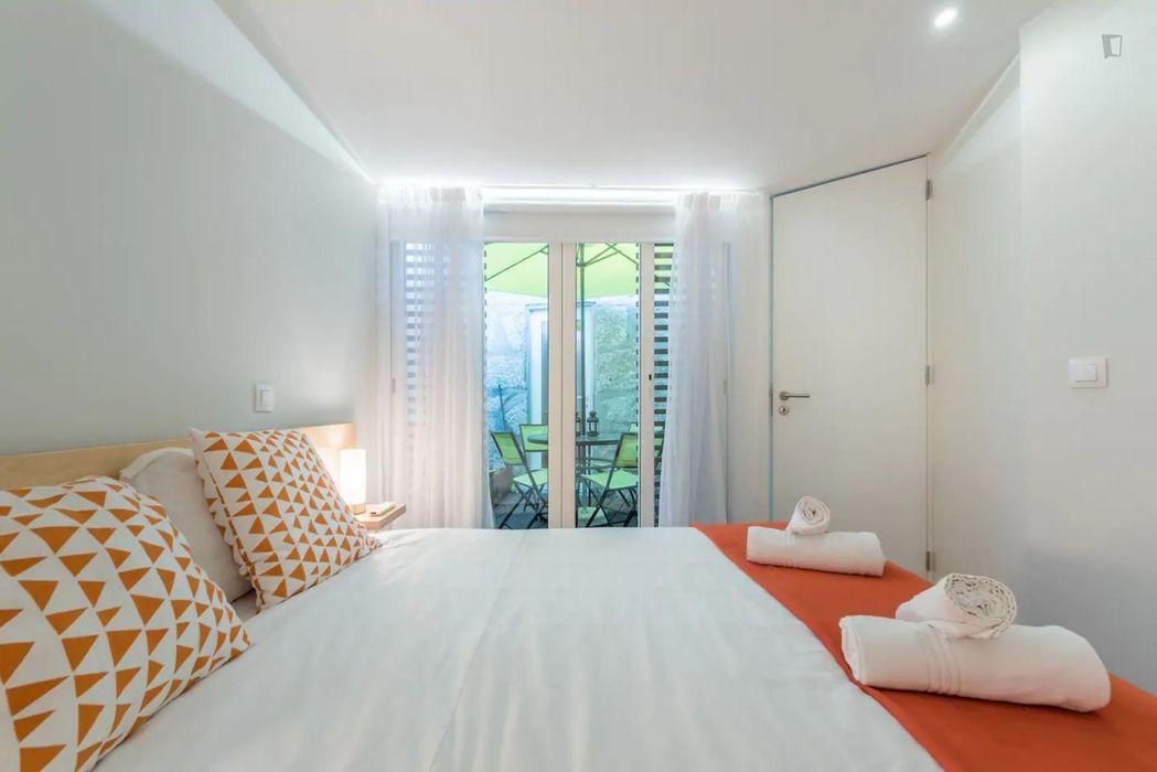 2-Bedroom apartment near Heroismo metro station