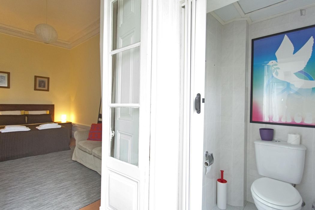 Bright 1-bedroom apartment near Lapa metro station