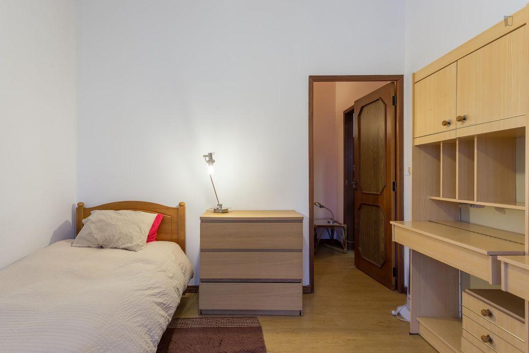 Homely 2-bedroom flat near Faculdade de Farmácia da Universidade do Porto