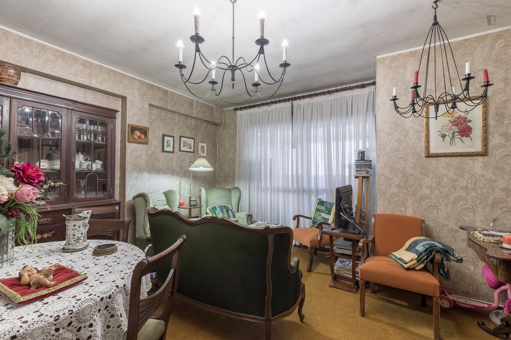 Graceful single bedroom near the Bolhão metro