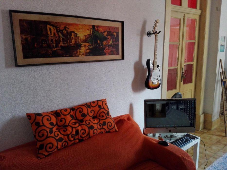Cosy single bedroom near the Marquês metro