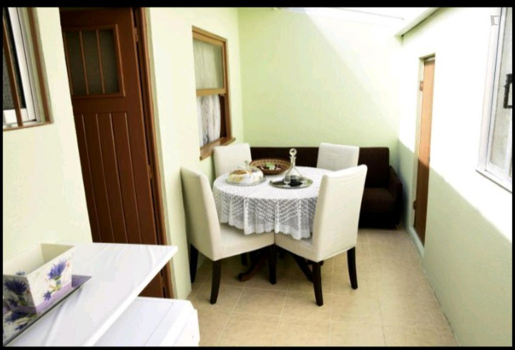 Beautiful double bedroom close to Jardim do Morro in Porto
