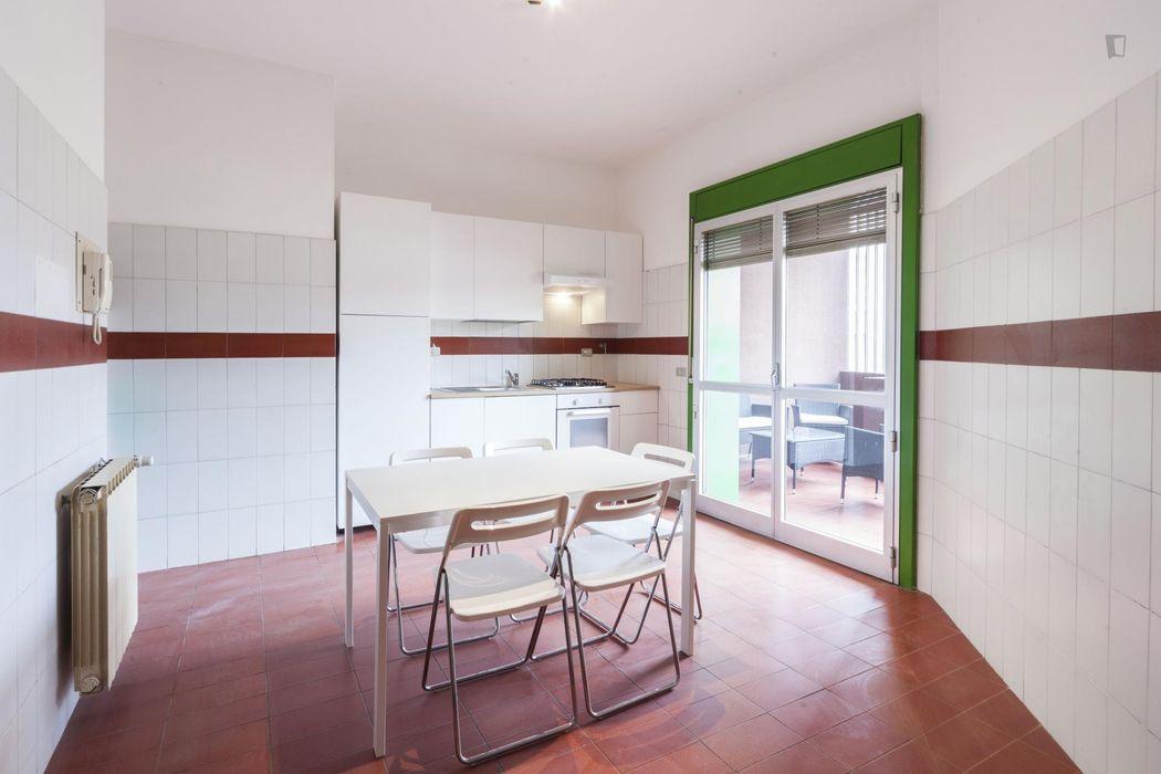 Colourful double bedroom in proximity of Università degli Studi di Firenze