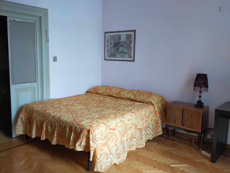 Single bedroom in a 4-bedroom apartment near Parco della Montagnola