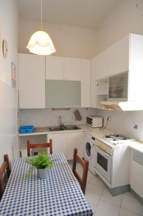 Neat double bedroom within reach of Syracuse University in Florence
