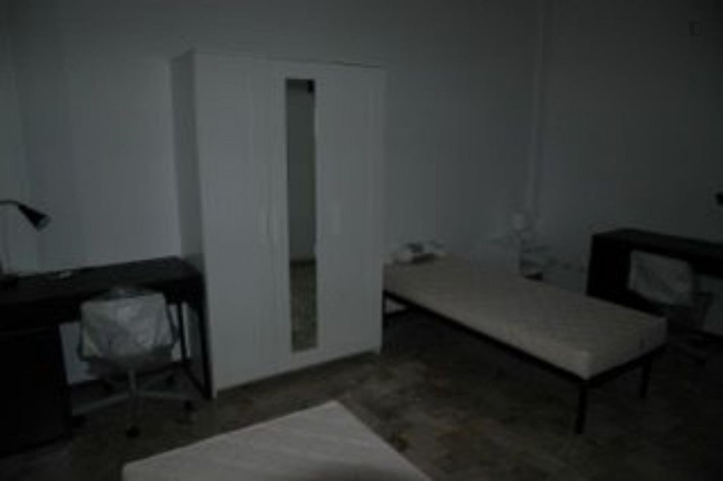 Bed in a twin bedroom close to Bologna Mazzini station