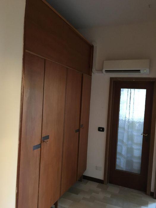 Nice single bedroom with balcony close to Bologna city centre