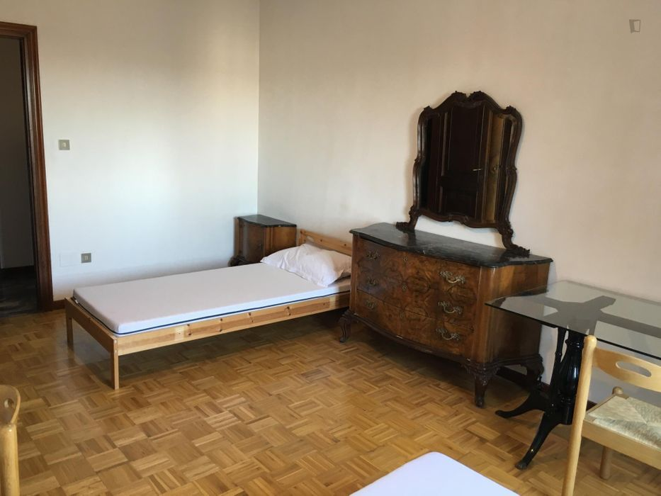 Bed in a twin bedroom in San Donato