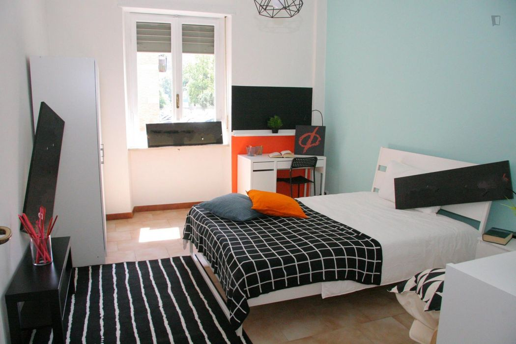 Cool single bedroom in Vanchiglietta