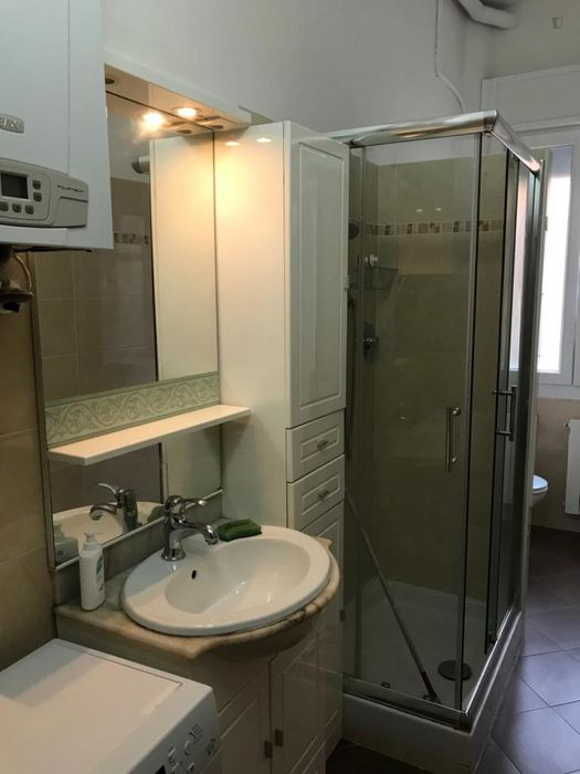 Cool double bedroom in a 3-bedroom apartment near Bologna San Ruffillo train station