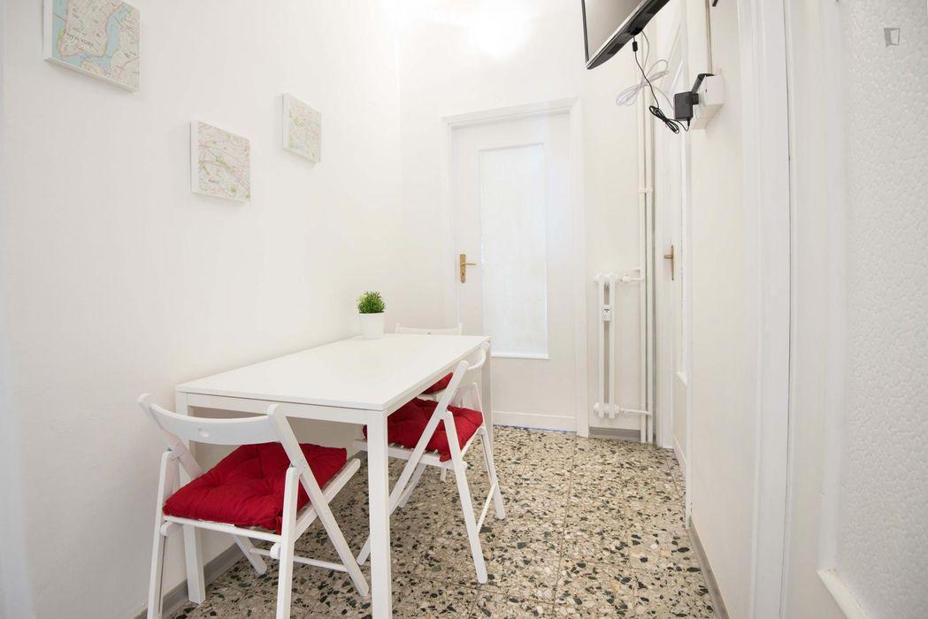 Cosy double bedroom close to the Parco Pietro Paolo Mennea