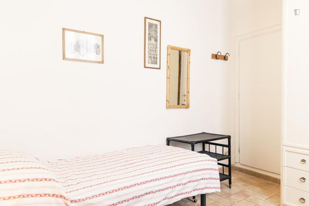 Classic 2-bedroom apartment in the heart of the city