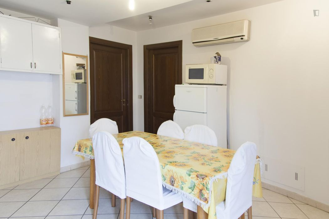 Single bed in nice twin bedroom in Santa Viola