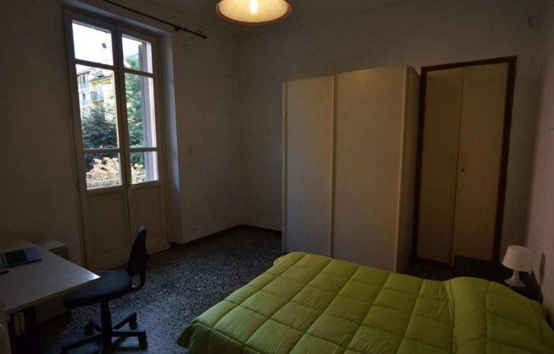 Bright double bedroom in Crocetta area