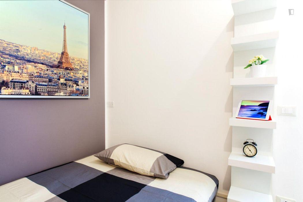 Luminous single bedroom in the Mazzini neighbourhood
