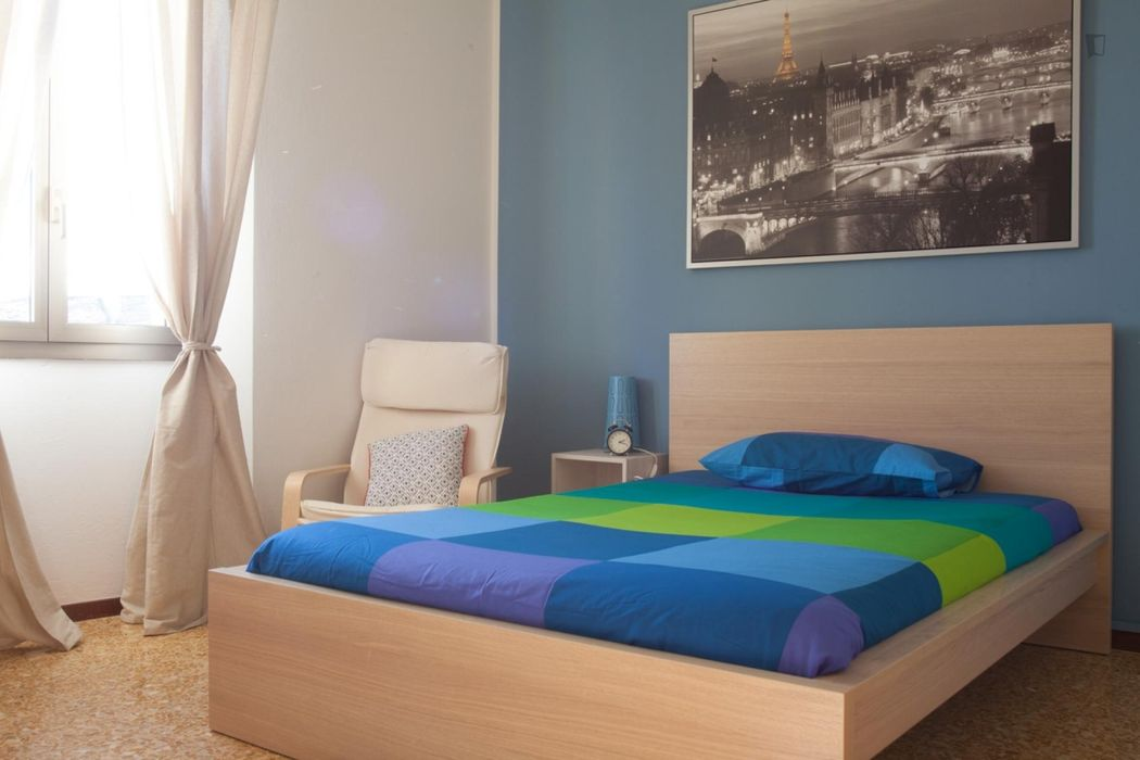 Comfortable bedroom in the Cirenaica neighbourhood
