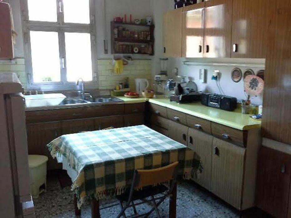 Cheerful twin bedroom in a 2-bedroom flat, in Bolognina
