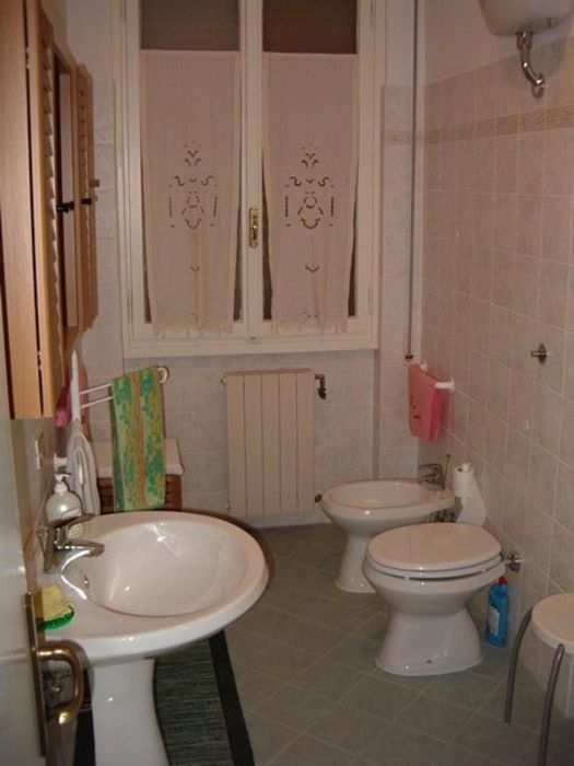 Single bedroom in 3-bedroom apartment in Quaracchi area