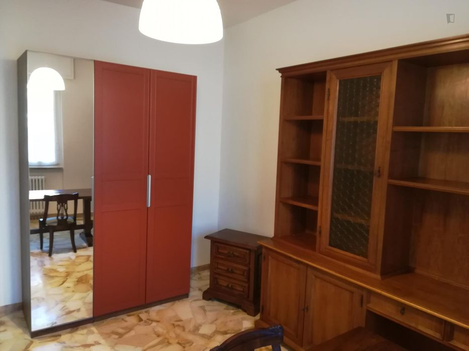 Single bedroom in a 5-bedroom apartment near Parco San Donato
