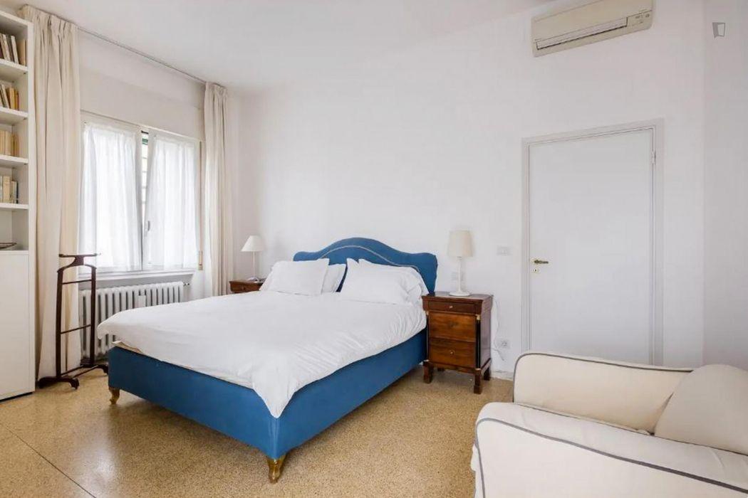 Elegant 3-bedroom apartment near Parco di Villa Scheibler
