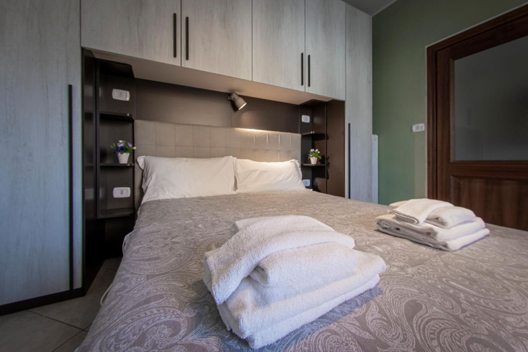 Beautifully renovated apartment 3 minutes walking from Bologna Centrale Station