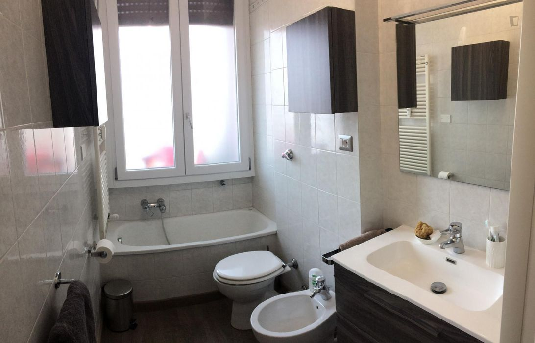 Single bedroom in a 2-bedroom apartment near Giardino Italo Calvino