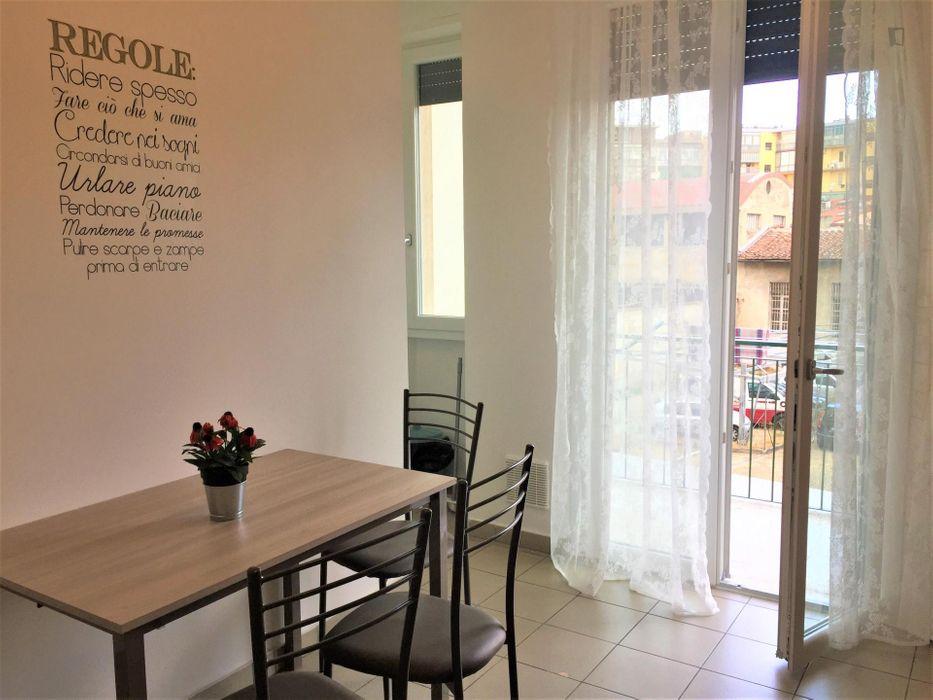 Nice single bedroom in a 5-bedroom apartment near Giardini di Bellariva