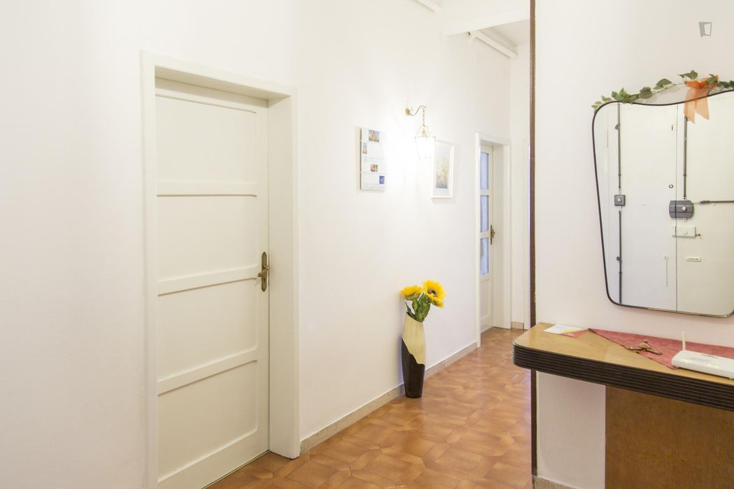 Single bedroom with a very cosy atmosphere next to the Bologna Centrale train station