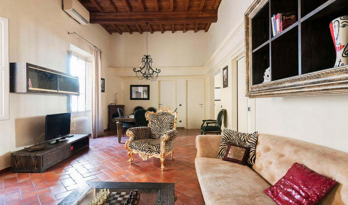 Charming 2-bedroom flat in San Frediano