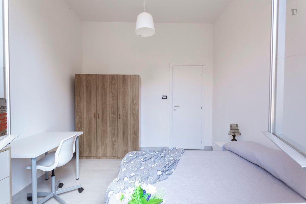 Bright double bedroom in San Donato area