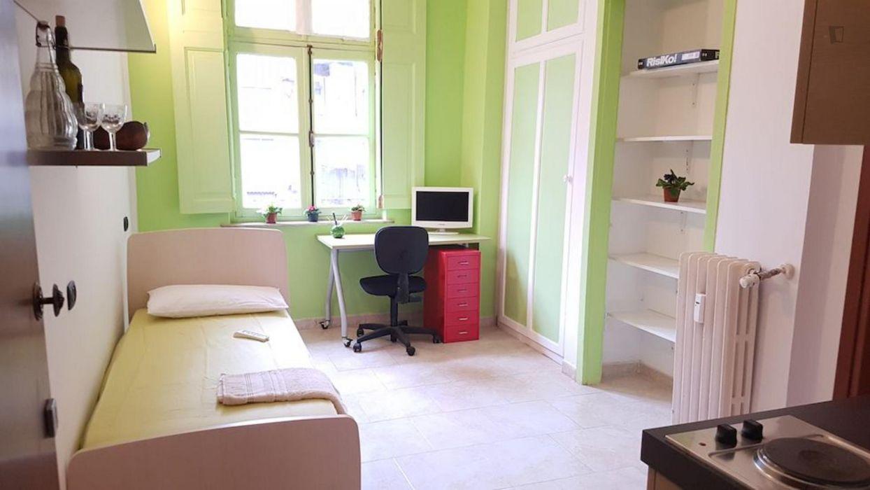 GA08 Bright studio in the heart of Turin