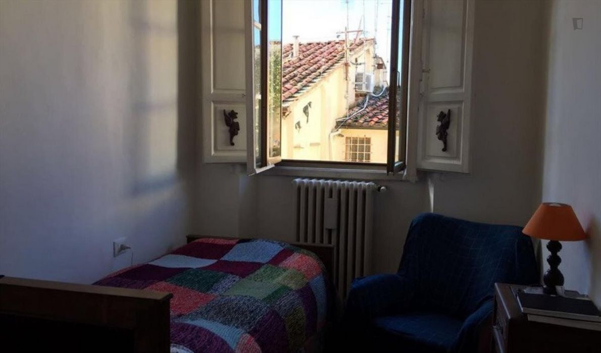 Bright single bedroom in the heart of Florence