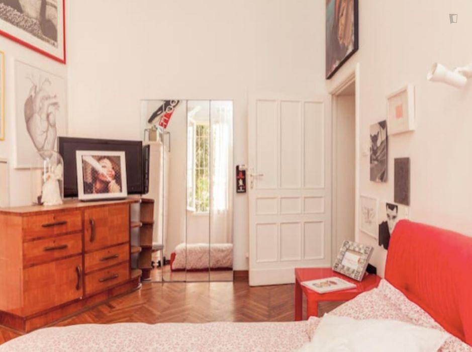 Double bedroom in a 2-bedroom apartment near Porta Santo Stefano