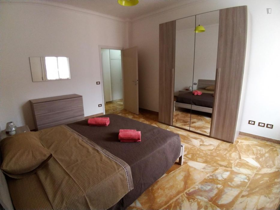 Double bedroom, with balcony, in 4-bedroom apartment