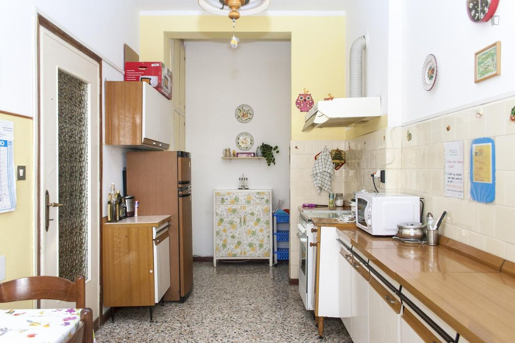 Cute single bedroom in a 3-bedroom apartment close to Lingotto metro station