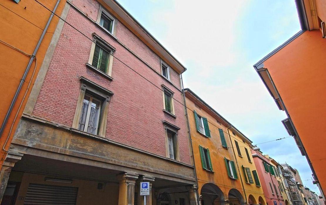 Neat studio in central Bologna