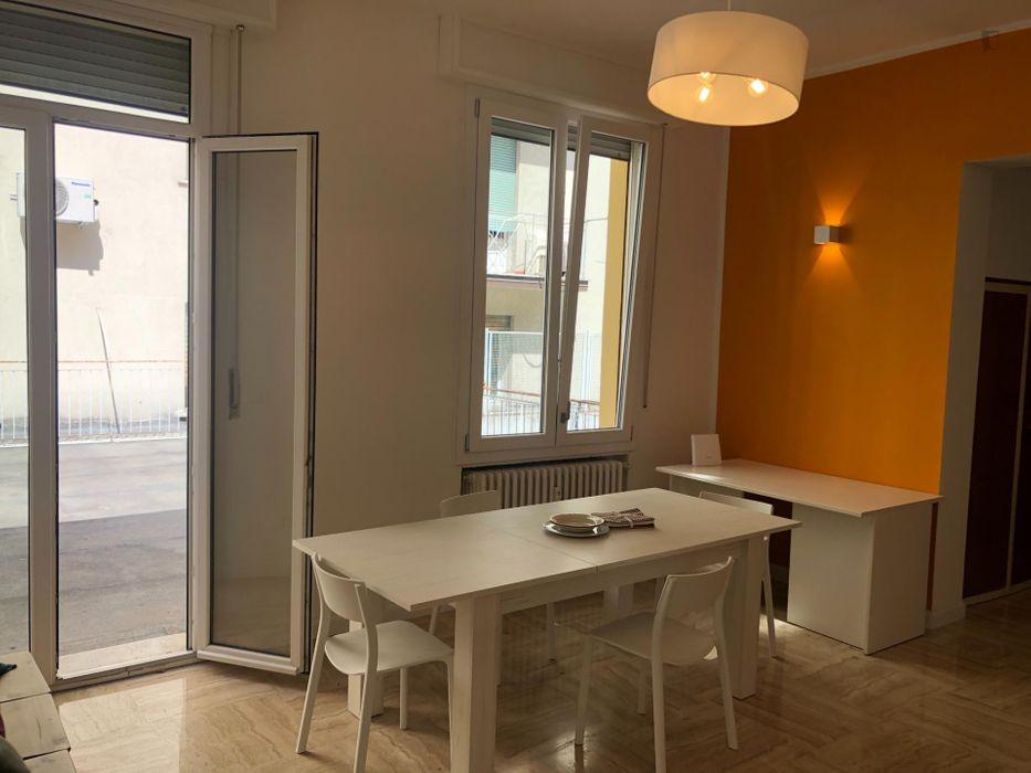 suite with private bathroom in Bologna centro
