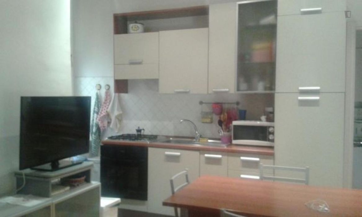 Nice single bed in a twin bedroom, close to the Bologna Centrale train station