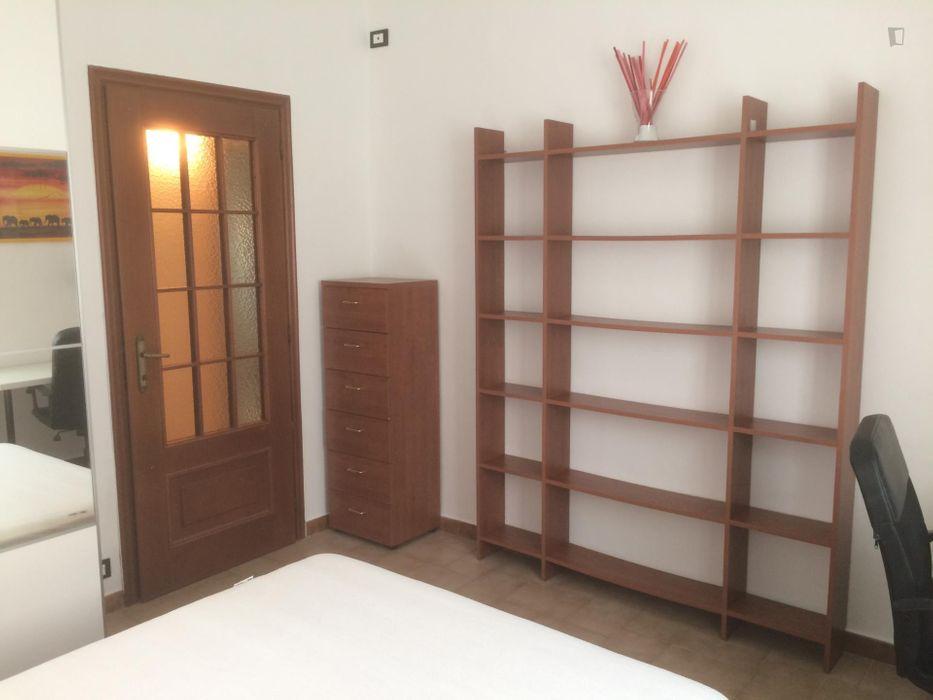 Comfortable bedroom close to Università Campus Luigi Einaudi