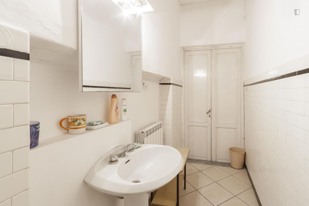 Spacious double bedroom with indipendent entrance, kitchenette and bathroom
