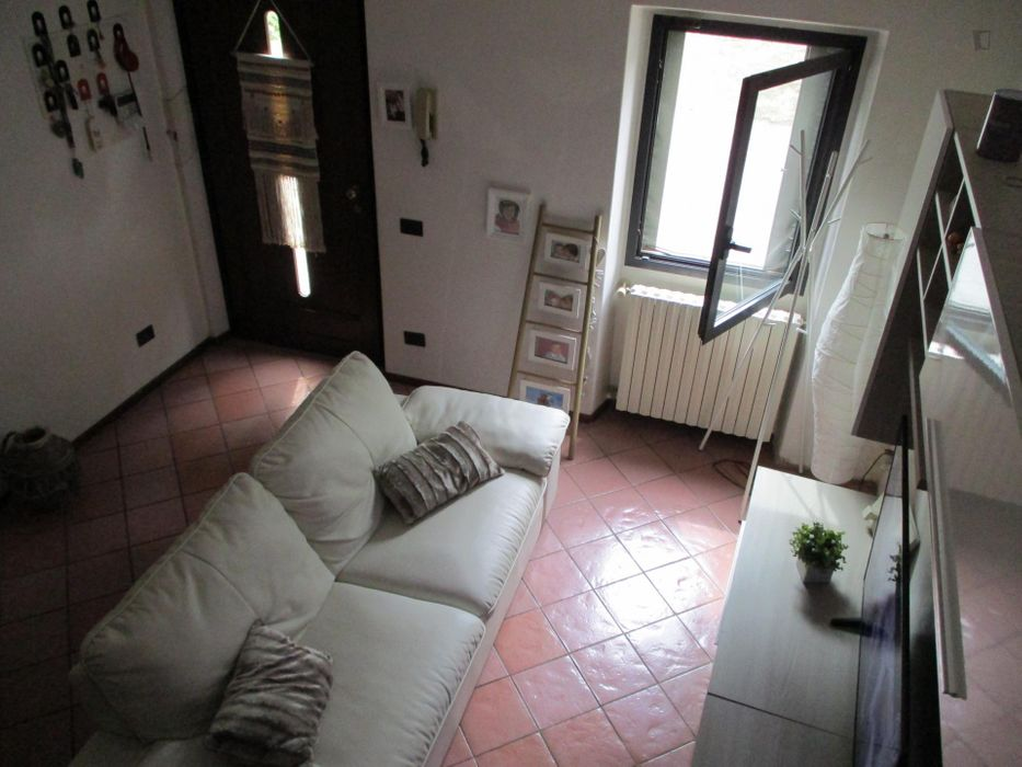 Double Bedroom in a 3-bedroom apartment in Galuzzo Certosa
